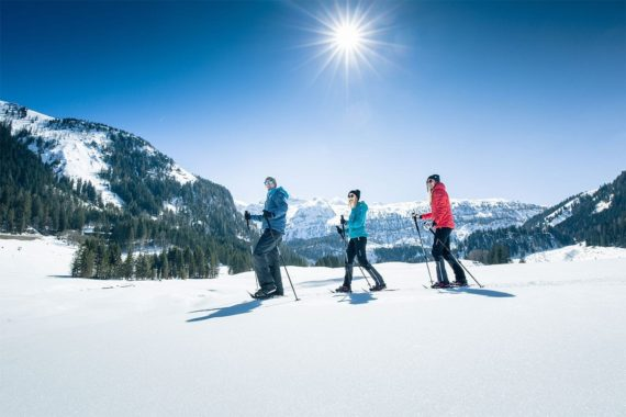 Schneeschuhwandern im Winterurlaub in Obertauern, Salzburger Land